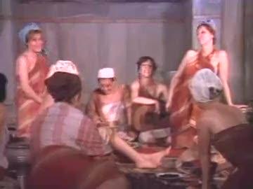 Tosun Paşa filminden hamam atışması